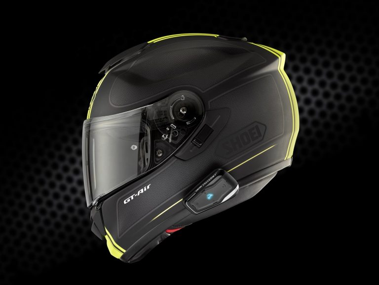Esempio di interfono montato su casco integrale con supporto a pinza